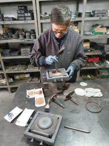 Manufacturing ceramic concrete polishing pucks